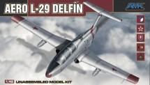 AMK 88002 AERO L-29 Delfin