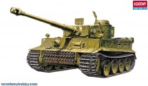 Academy 13264 Tiger I  incl.4Fig.