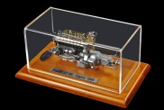 CMC M-112 Motor: Bugatti Typ 57 SC m.Vitrine
