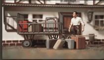 Vollmer 41228 Gepäckwagen mit Gepäck