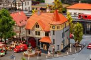 Faller 130649 Rathaus mit Feuerwehrgarage