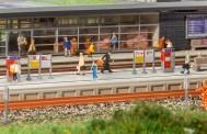 Faller 222111 Moderner Bahnsteig mit Zubehö