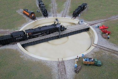 Walthers 2618 130' N Turntable