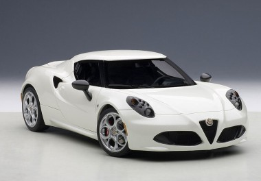 AUTOart 70188 Alfa Romeo 4c weiß 2013