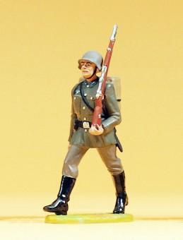 Preiser 56054 Soldat im Marsch, mit Tornister
