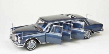 CMC M-218 Pullman Limousine 'King of Rock'n Roll'