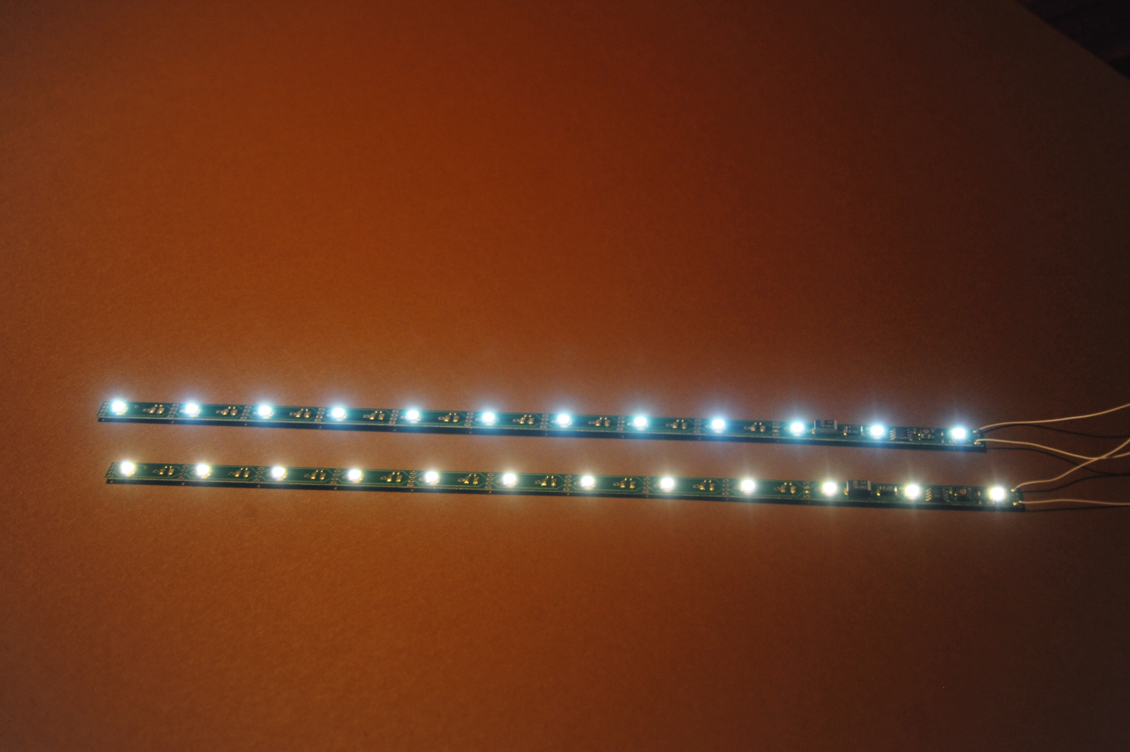 ms 11144 led lichtleiste warmwei 290 mm menzels lokschuppen onlineshop. Black Bedroom Furniture Sets. Home Design Ideas